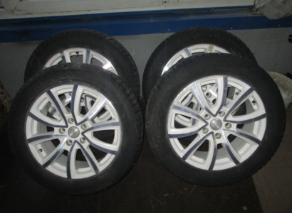 Комплект зимних шин с литыми дисками 215/55R17 NOKIAN,шипованные